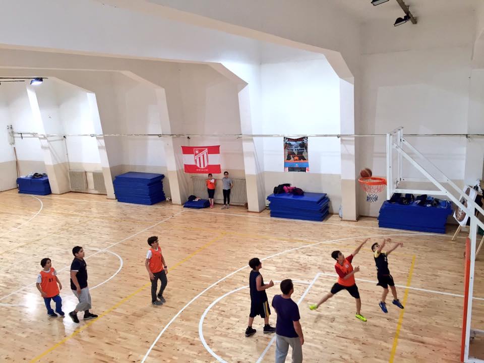 Basketbol kursumuz spor salonumuzda devam ediyor...